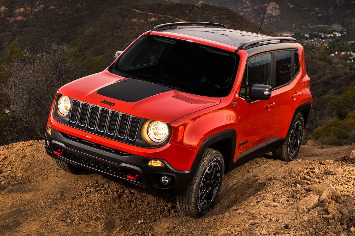 2017-Jeep-Renegade-Trailhawk-front-three-quarter-03